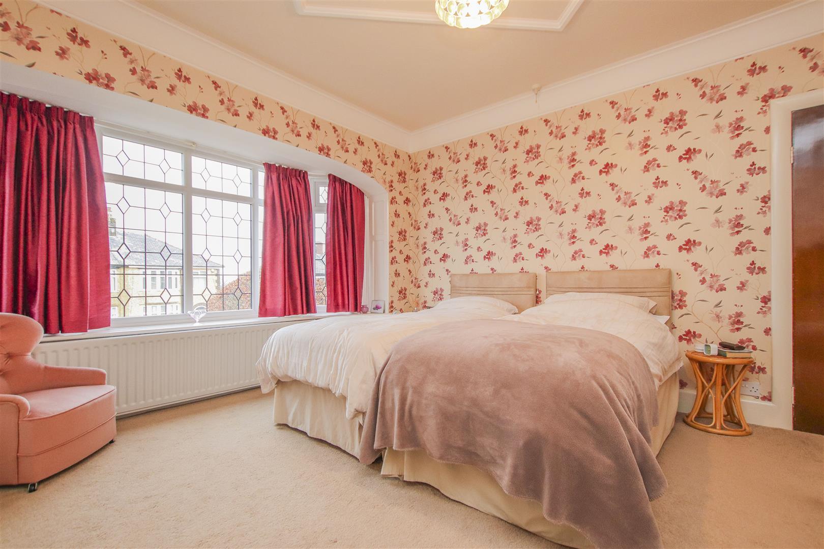 4 Bedroom Detached House For Sale - 7.JPG